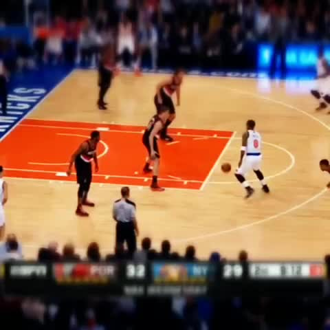 Vine by SHOWTIME™ - Stoudemire is getting his legs back. In fact this dunk looks like they never left. #nba #NYK #SHOWTIME @Get Dunked On