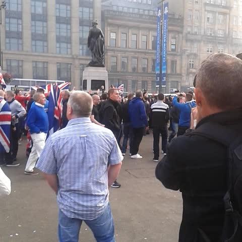 Peter Adam Smiths post on Vine - No crowd just chased Yes crowd from the square. - Peter Adam Smiths post on Vine