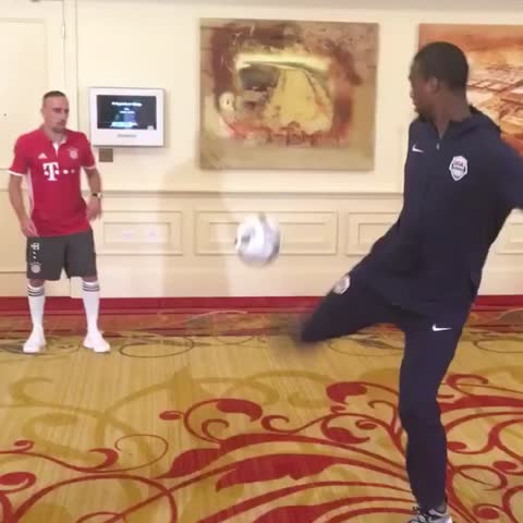 Vine by USA Basketball - Ribery, @hbarnes, @xabialonso, @javi8martinez & @boogiecousins combine on the ⚽️x🏀 alley-oop! @fcbayernus