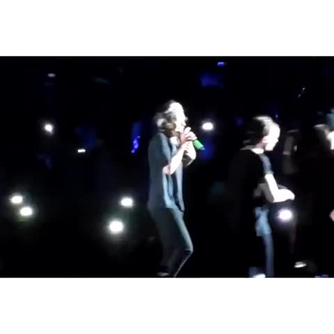 "Watch HarryandLouis's Vine ""#LarryStylinson Harry sang by ..."