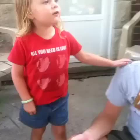 Katie Ryans post on Vine - #tbt ava saying hi to the neighbors - Katie Ryans post on Vine