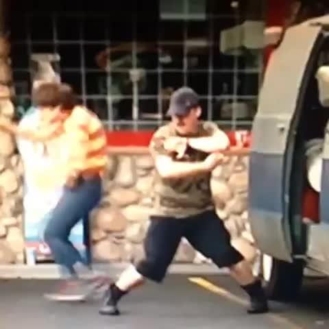 Vine by TONTON VITO - Tag quelqun qui danse comme ça 😂