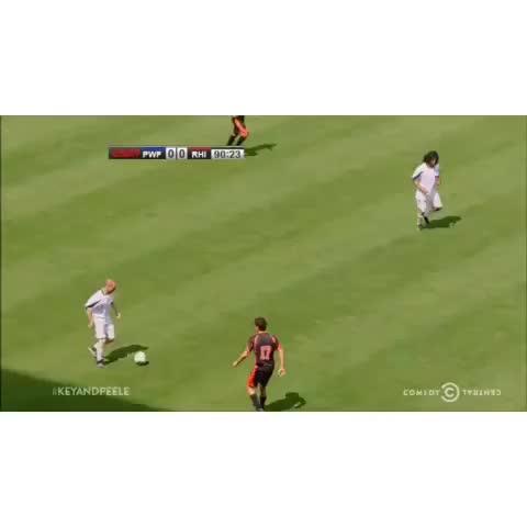 iPhoneaticos post on Vine - Siempre tenemos un amigo que cuando jugamos fútbol se inventa faltas con drama incluido. #LOL - iPhoneaticos post on Vine