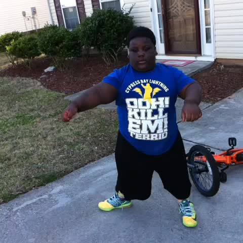 Maleeks post on Vine - #Yeet #yeet terrio chillin outside - Maleeks post on Vine