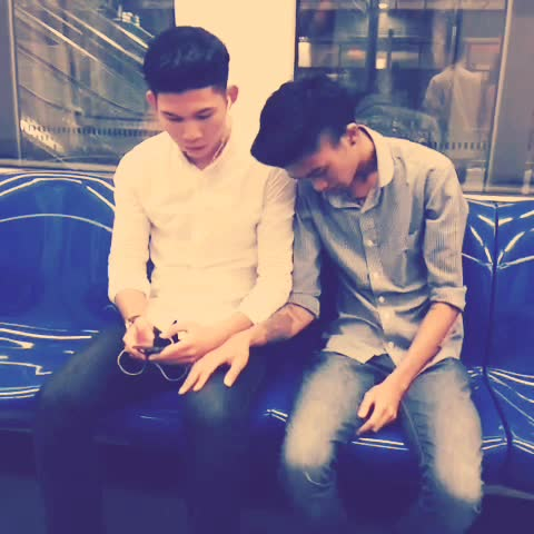 eusoffians.s post on Vine - #mrtproblems when people keep on falling asleep next to you. @sgvines - eusoffians.s post on Vine
