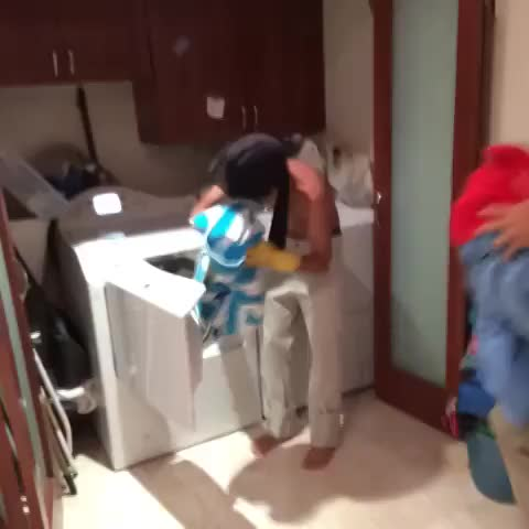 sokos post on Vine - momentos incómodos con mami w./ Daniel El Travieso #SorryMami #SorryHijo - sokos post on Vine