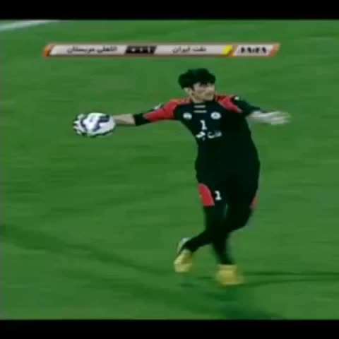 Vine by 101 Great Goals - Iran goalie Alireza Beiranvands monster throw for Naft Tehran