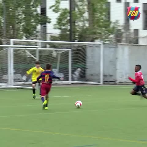 Vine by FC Barcelona - What an amazing goal from the FC Barcelona U12s!!! #goal #VineFCB