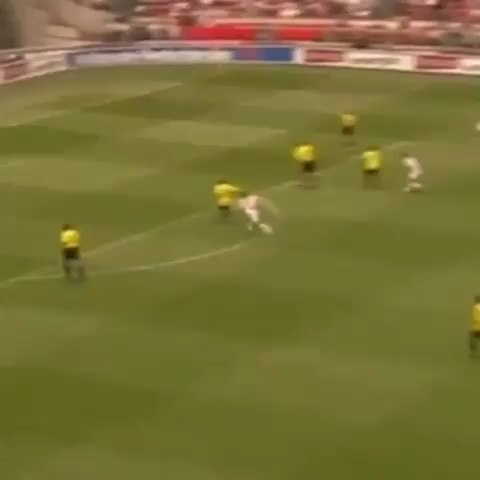 footballskillz_s post on Vine - Ibrahimovic amazing goal for Ajax #ajax #skillz #daretozlatan #footballskillz #football - footballskillz_s post on Vine