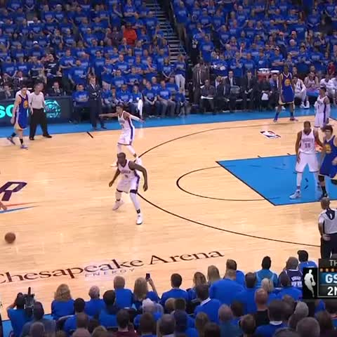 Vine by Bleacher Report - Cant give Steph any space! ????