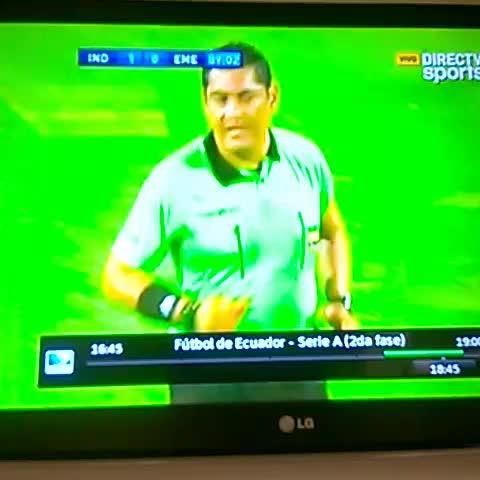 Vine by JorgeAndrés Simonsen - Miller Bolaños se lleva la pelota con la cabeza. Mal expulsado por Espinel.