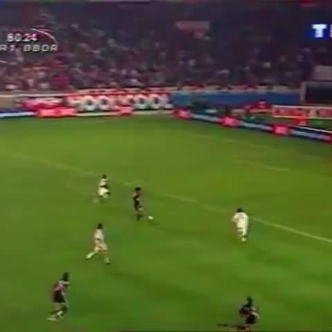 Histoire du #PSGs post on Vine - Mais quel lob exceptionnel de Ronaldinho...! #PSG - Histoire du #PSGs post on Vine