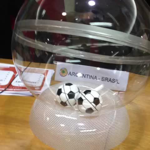 Selección Paraguaya de Fútbols post on Vine - #SudamericanoSub17 La #Albirroja a punto de conocer a sus rivales. El sorteo a punto de comenzar. - Selección Paraguaya de Fútbols post on Vine