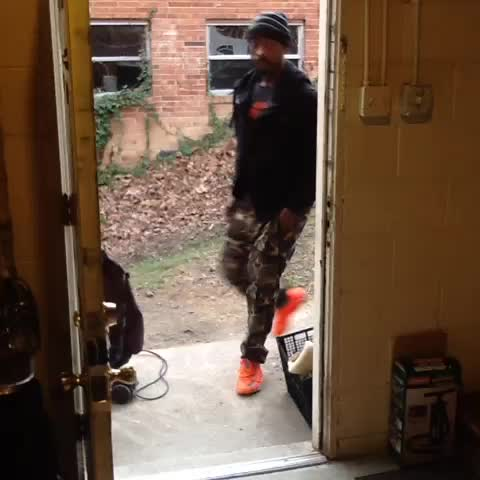 famouslos_s post on Vine - How I be when I walk in my Grama crib & she cleaning with the Old School hits on 😂😂😂 - Famouslos32s post on Vine
