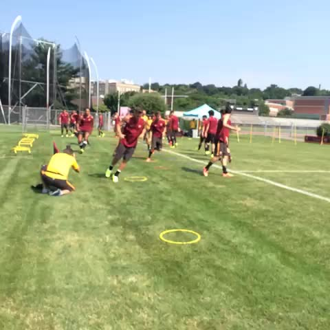 Pronti per Roma-Liverpool? La squadra è al lavoro! | The Giallorossi are gearing up for Roma v Liverpool. Are you ready? #HungryForGlory - AS ROMAs post on Vine