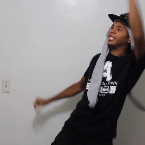 """When skinny girls hear the ending of """"Anaconda"""" ???????????? -- @nickiminaj #TM - Chris Chriss post on Vine"""