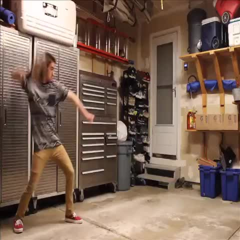 Alec Fitzs post on Vine - Vine by Alec Fitz - Dancing with my new clone!! #VineEffects #Clone