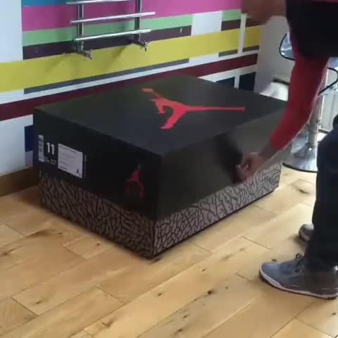 FOR THE LOVE of JORDANS!!! #MichaelJordan #Jordans #Basketball #Shoes - Vine by HueyHustla - FOR THE LOVE of JORDANS!!! #MichaelJordan #Jordans #Basketball #Shoes
