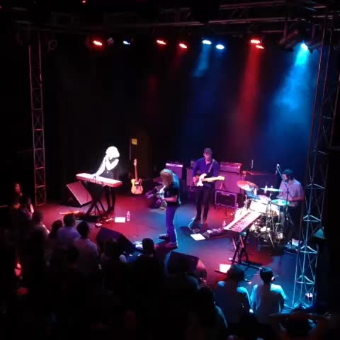 Louisville MUSICultures post on Vine - Tennis at Headliners Music Hall earlier tonight... - Louisville MUSICultures post on Vine