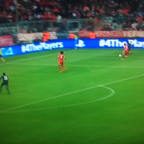 GoalHangerss post on Vine - #Evra thunderbolt against #bayernmunich. You dont save those. #manutd - GoalHangerss post on Vine