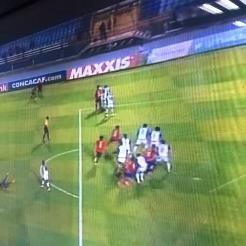 Vine by Eduardo González - Esta fue la mano que no marco el árbitro.