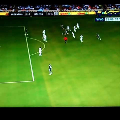 Vine by Agustín Arrieta - Golazo de Agüero. #Argentina 2 #Bolivia 0