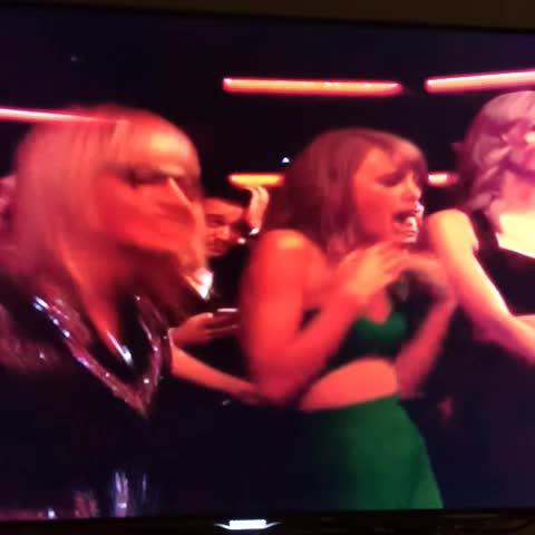 JarettSayss post on Vine - Taylor Swift dancing to Lorde. I needed this #AMAs - JarettSayss post on Vine