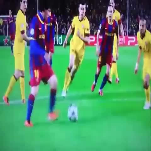 El golazo de #Messi al Arsenal que fue finalista al premio Puskás. Una obra de arte. - Follow @VinesFCB on Twitters post on Vine