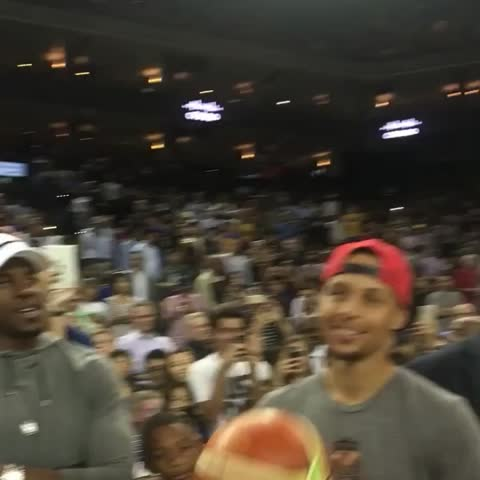 Vine by NBA - KD, Kyle & Kyrie stop to chat with Steph Curry courtside at halftime of 🇺🇸 vs 🇨🇳 in Oakland! #USABMNT