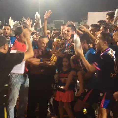 STsportsdesks post on Vine - Ladies and gentlemen, presenting the 2014 #SLeague champions: @WarriorsSAF - STsportsdesks post on Vine