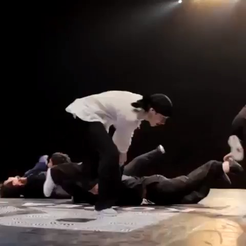 Epics post on Vine - Epic - Breakdance! Bboy Pocket #Epic #follow for more epic vines! #Music Singularity (Jphelpz remix) Kredo Dance Nation, Ilovesickdrops - Epics post on Vine