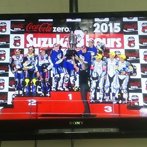 "Watch Bridgestone MotoGP's Vine ""Yamaha lift the #Suzuka8h trophy!"""