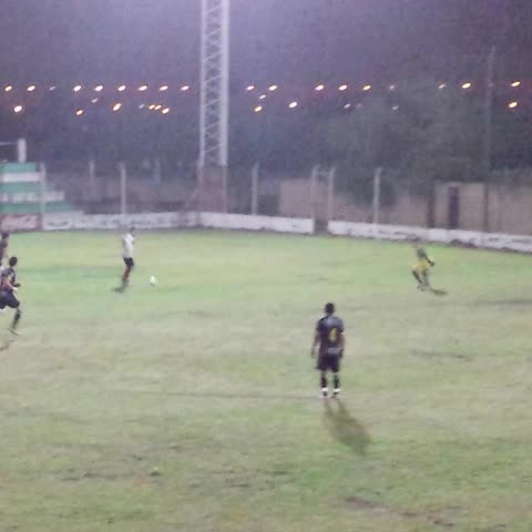 Vine by Arenga Deportiva - VIDEO   Nuevamente Maximiliano Mompó pone #Pellegrini 4 - #Arrieta 0. #FederalB
