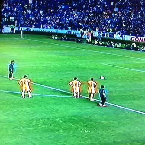 Azteca Deportess post on Vine - Ronaldinho vuela su primer penal en México - Azteca Deportess post on Vine