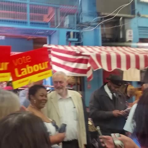 Vine by Jeremy Corbyn MP - Got a bit of help from a stallholder when out campaigning #VoteLabour