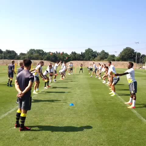 VINE: A light start to Thursday morning training for #SaintsFC. Throwing and catching practice! - Southampton FCs post on Vine