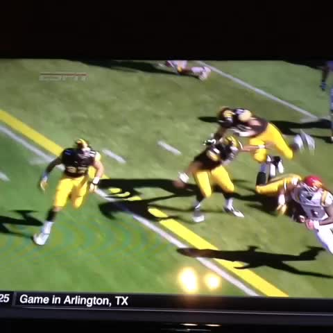 Courtney Fays post on Vine - Lazard with the block 😳 - Courtney Fays post on Vine