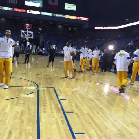 Wayne Ellington warming up for his first start of the preseason. - Lakerss post on Vine