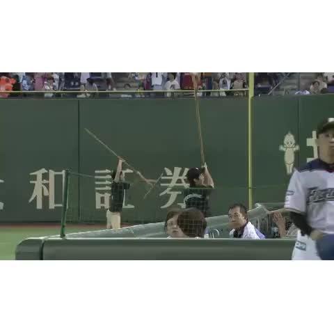 Vine by パ・リーグTV - 激しく踊るグラウンドキーパー in 東京ドーム。