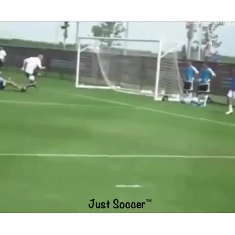 Just Soccers post on Vine - Vine by Just Soccer - Zidane = legend 👌 #humiliated #zidane #ankleseverywhere