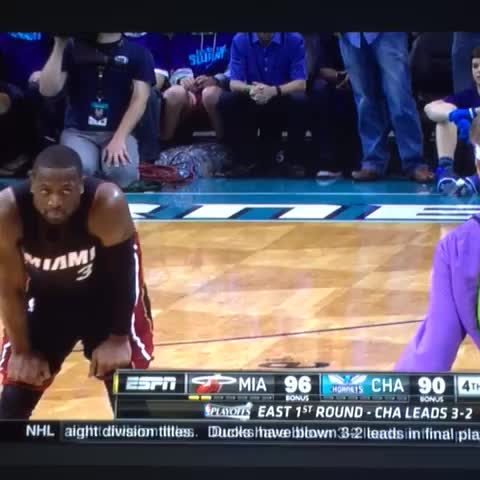Vine by @World_Wide_Wob - LOOK AT WHAT YOU DID HORNETS COURTSIDE BRO. IMMORTAL WADE UNLEASHED.