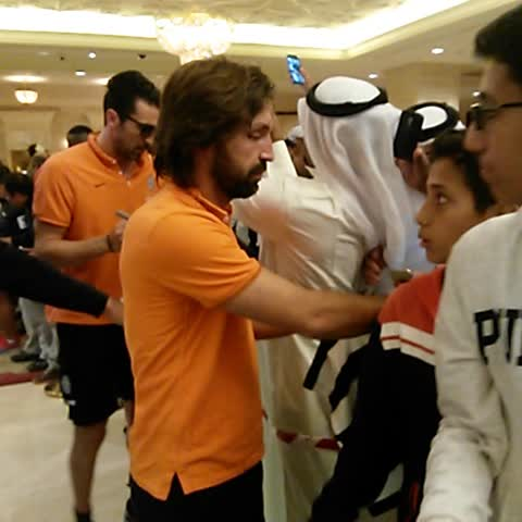 Andrea, Gigi, Nando and Paul take time out for a few snaps with supporters. #SupercoppaTIM - Vine by JuventusFC - Andrea, Gigi, Nando and Paul take time out for a few snaps with supporters. #SupercoppaTIM