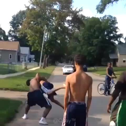 Vine by Knockouts - this is what happens when you try to break up fights in the hood