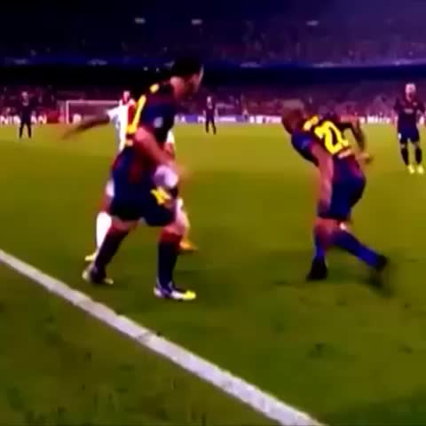 Golazo Viness post on Vine - Dirty nutmeg by Leo! 👌 #ChampionsLeague #BarcaAjax #Messi Go give Amazing Soccer Goals® #BCA and SoccerInGeneral™ a follow, amazing vines! - Golazo Viness post on Vine