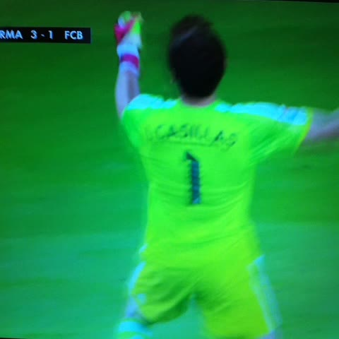 @diariobernabeus post on Vine - ¡Con rabia ha celebrado Iker Casillas el gol de Benzema! - @diariobernabeus post on Vine