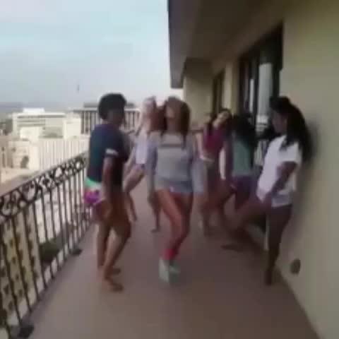 Nolivés post on Vine - 😂😂😂 les ivoiriens vous exagérez #Beyonce #Arafat #TrapatiLomber #coupedecale - Nolivés post on Vine
