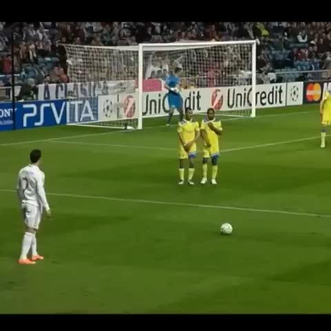 FOLLOW @FUTBOLBIBLE ON TWITTER!s post on Vine - Amazing free kick from Cristiano Ronaldo. 👊🙏 - FOLLOW @FUTBOLBIBLE ON TWITTER!s post on Vine