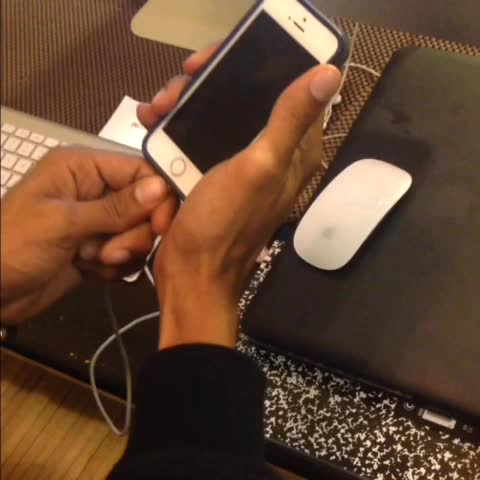 ArantzaTimes post on Vine - How guys charge their phone around friends vs around their girlfriend.  With MelvinGregg qwalee2 RoneJae - ArantzaTimes post on Vine