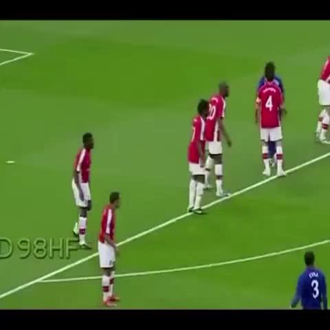 ♻️فاين كرة القدم ♻️s post on Vine - Vine by 30Veteran - هدف كرستيانو رونالدو الخورافي !! أمام أرسنال !!!