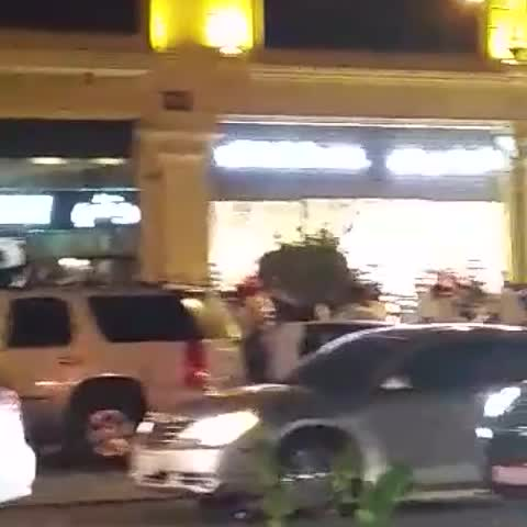 فيديو لمسيرة جماهير #الهلال في شارع التحلية بالرياض قبل لقاء سيدني غدا .. اللون الازرق يجتاح الرياض .. - nawafoh55s post on Vine
